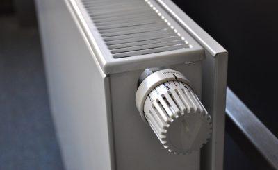 Radiateur d'une puissance en watt suffisante pour chauffer une pièce de la maison