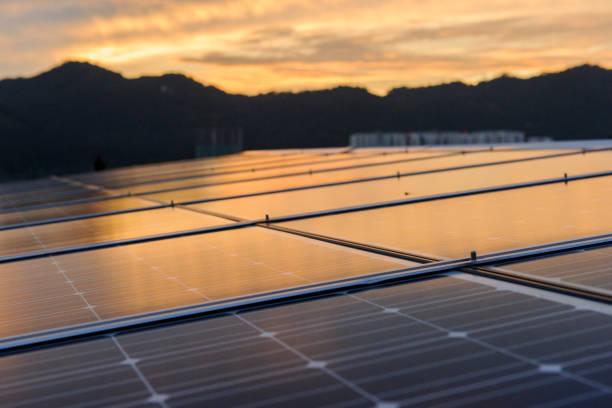 Panneaux solaires coucher de soleil