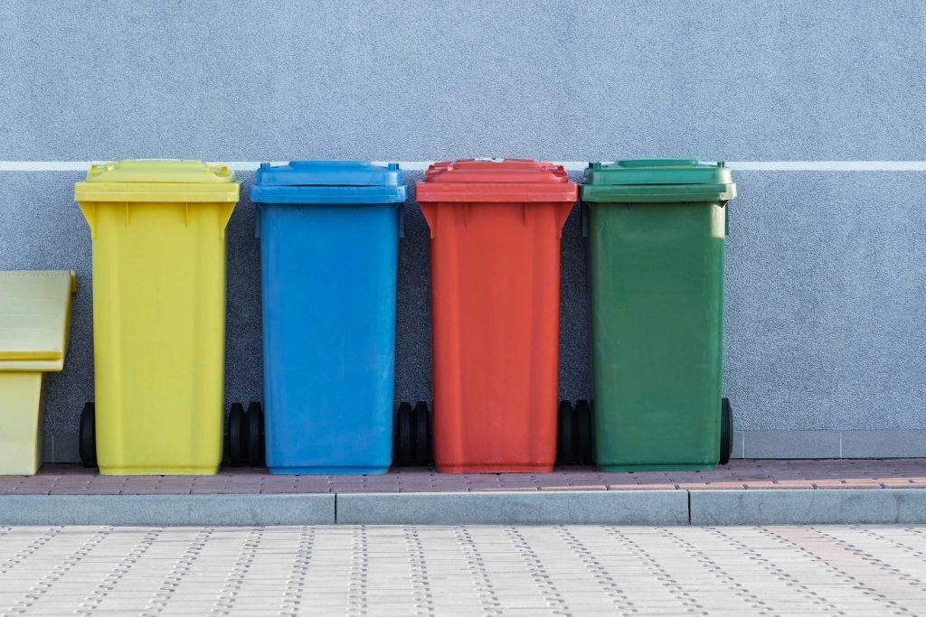 poubelles de couleur pour trier mes déchets